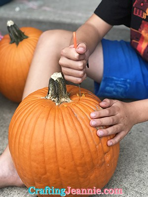 taking the top off a pumpkin