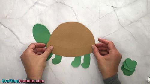 making the preschool turtle craft